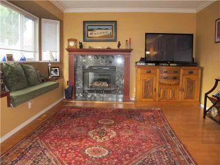 Photo 3: 106 303 CUMBERLAND Street in New Westminster: Sapperton Townhouse for sale : MLS®# V915810