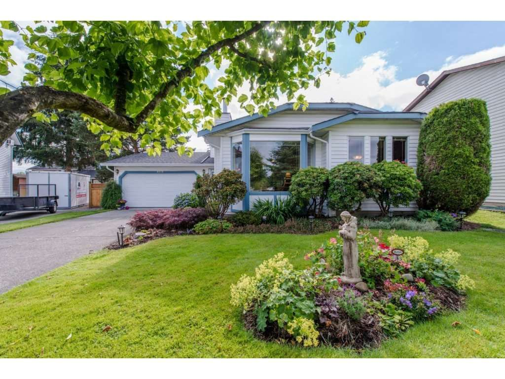"Main Photo: 9578 212B Street in Langley: Walnut Grove House for sale in ""WALNUT GROVE"" : MLS®# R2080902"