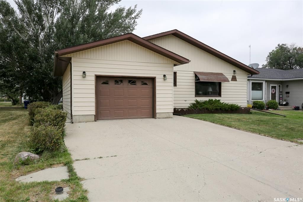 Main Photo: 215 Coteau Street in Milestone: Residential for sale : MLS®# SK865948