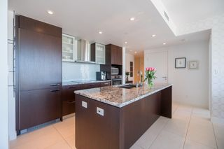"""Photo 3: 2205 1028 BARCLAY Street in Vancouver: West End VW Condo for sale in """"PATINA"""" (Vancouver West)  : MLS®# R2268183"""