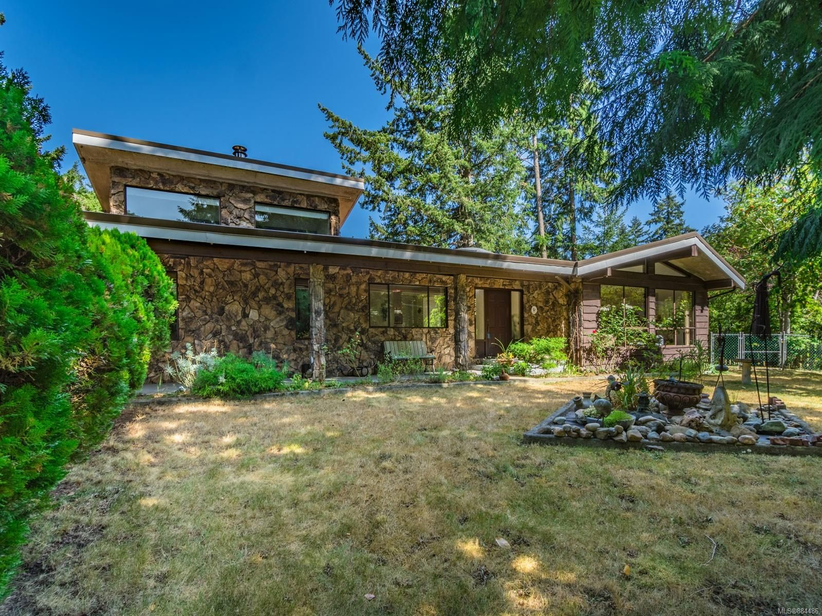 Main Photo: 2704 Lintlaw Rd in : Na Diver Lake House for sale (Nanaimo)  : MLS®# 884486