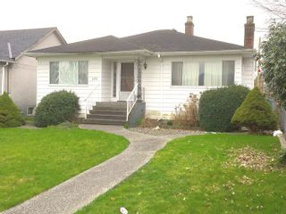 Photo 2: 520 E KING EDWARD Avenue in Vancouver: Fraser VE House for sale (Vancouver East)  : MLS®# R2040002