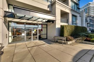 """Photo 4: 1504 3333 CORVETTE Way in Richmond: West Cambie Condo for sale in """"Wall Centre at the Marina"""" : MLS®# R2535983"""