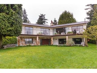 Photo 1: 8526 Lochside Dr in NORTH SAANICH: NS Bazan Bay House for sale (North Saanich)  : MLS®# 695746