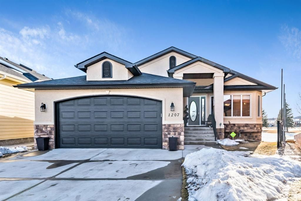 Main Photo: 1207 Highland Green Bay NW: High River Detached for sale : MLS®# A1074887