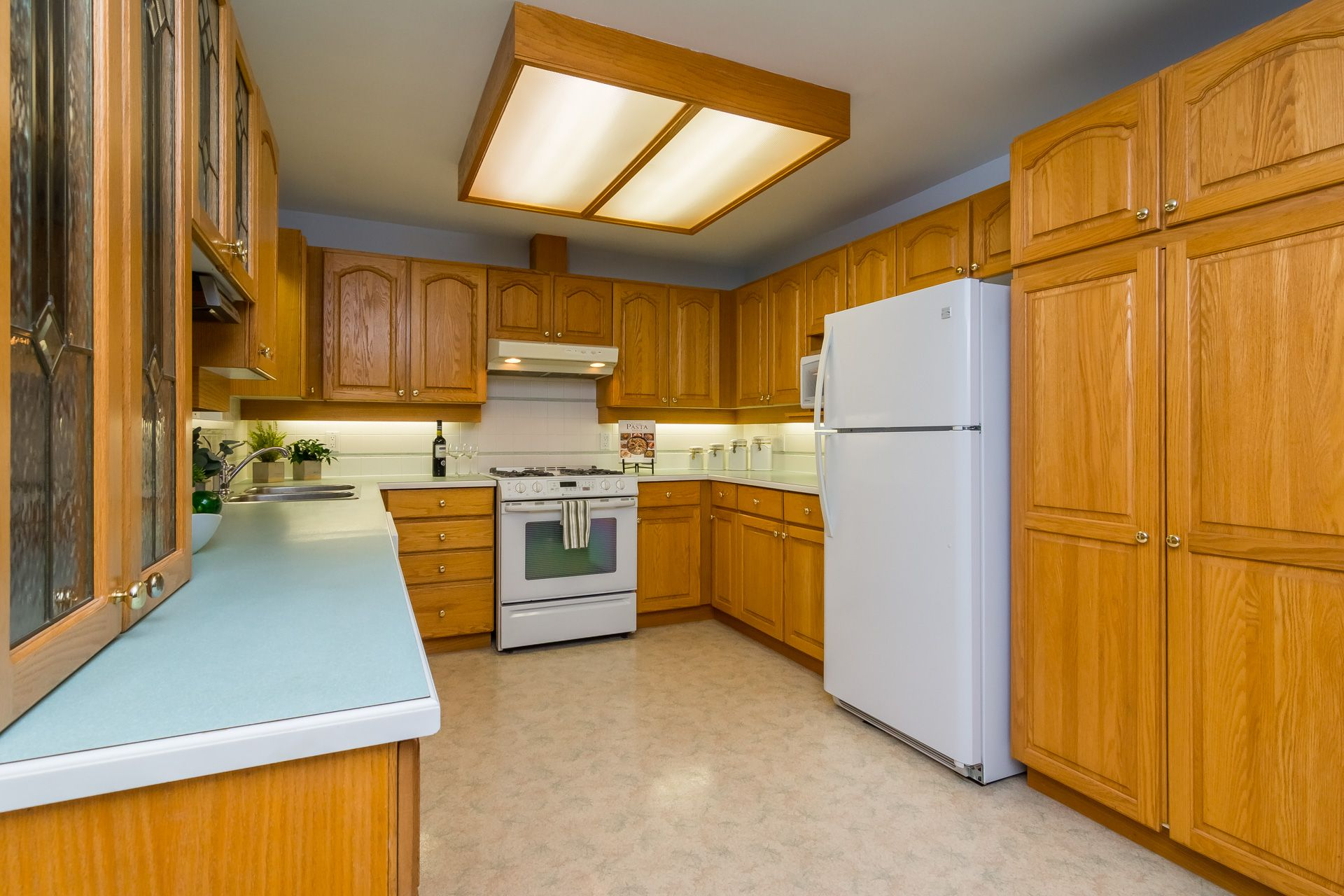 """Photo 14: Photos: 19941 37 Avenue in Langley: Brookswood Langley House for sale in """"Brookswood"""" : MLS®# R2240474"""