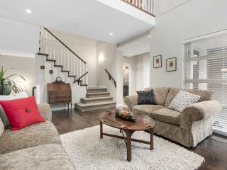 """Photo 2: 8 3750 EDGEMONT Boulevard in North Vancouver: Edgemont Townhouse for sale in """"THE MANOR AT EDGEMONT"""" : MLS®# R2141171"""
