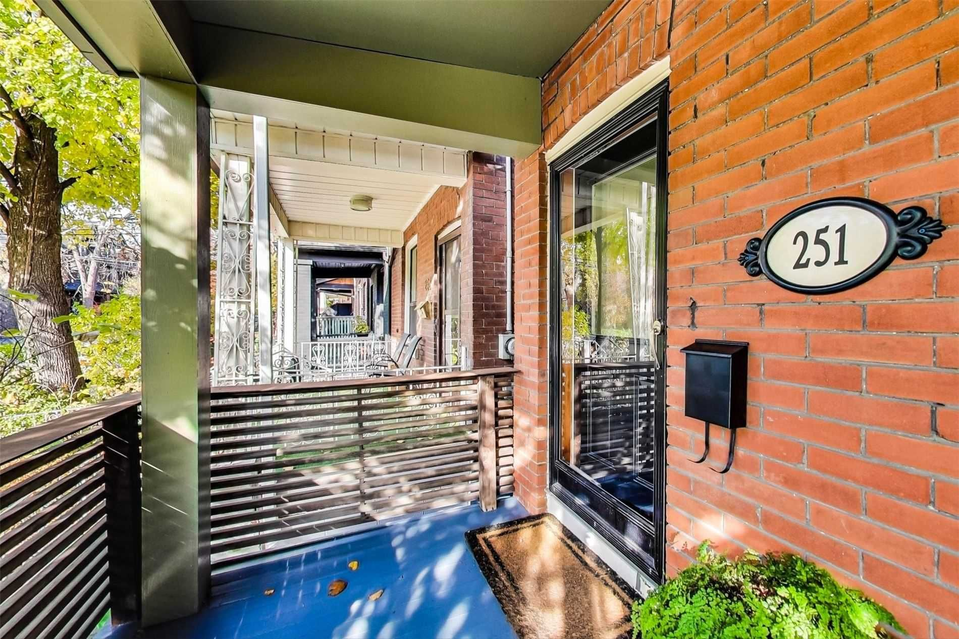 Main Photo: 251 Crawford Street in Toronto: Trinity-Bellwoods House (2 1/2 Storey) for sale (Toronto C01)  : MLS®# C4985233