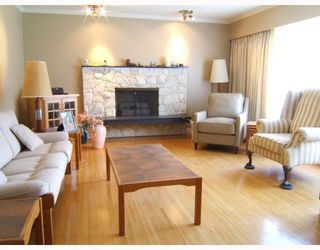 """Photo 3: 5515 MEADEDALE Drive in Burnaby: Parkcrest House for sale in """"PARKCREST"""" (Burnaby North)  : MLS®# V763869"""