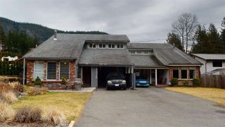 Photo 1: 41778 GOVERNMENT Road in Squamish: Brackendale House for sale : MLS®# R2553534