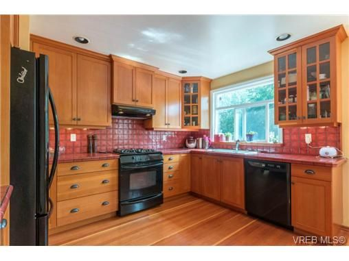 Photo 3: Photos: 3307 Wordsworth St in VICTORIA: SE Cedar Hill House for sale (Saanich East)  : MLS®# 734492