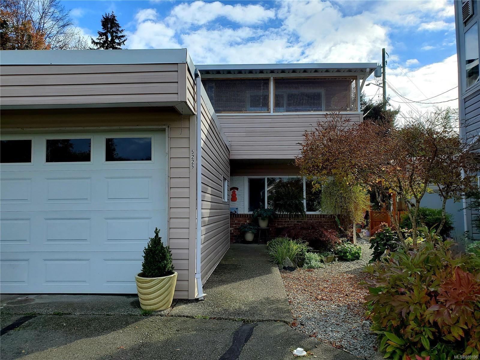 Main Photo: 5225 Gertrude St in : PA Port Alberni Row/Townhouse for sale (Port Alberni)  : MLS®# 859196