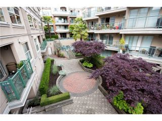 """Photo 2: # 418 332 LONSDALE AV in North Vancouver: Lower Lonsdale Condo for sale in """"The Calypso"""" : MLS®# V1010793"""