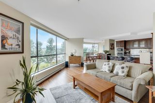 """Photo 2: 311 1450 PENNYFARTHING Drive in Vancouver: False Creek Condo for sale in """"Harbour Cove/False Creek"""" (Vancouver West)  : MLS®# R2618679"""