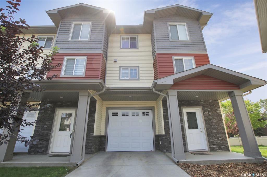 Main Photo: 204 3440 Avonhurst Drive in Regina: Coronation Park Residential for sale : MLS®# SK865431