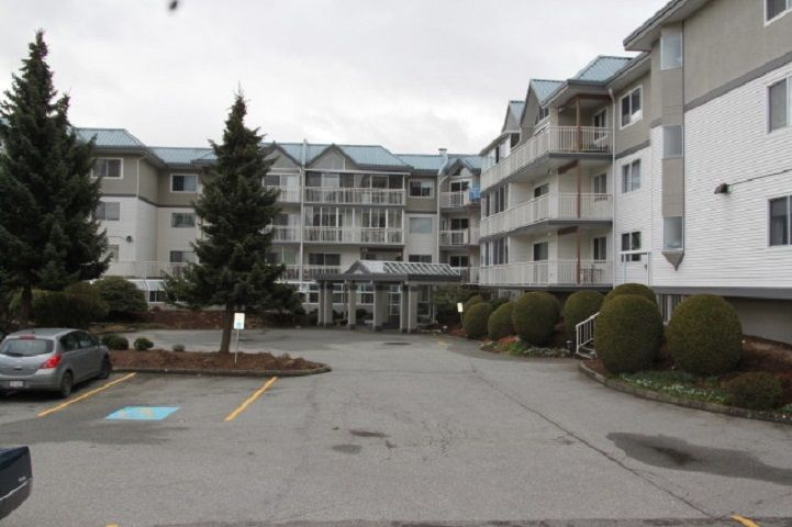 """Main Photo: 305 31930 OLD YALE Road in Abbotsford: Abbotsford West Condo for sale in """"Royal Court"""" : MLS®# R2544140"""