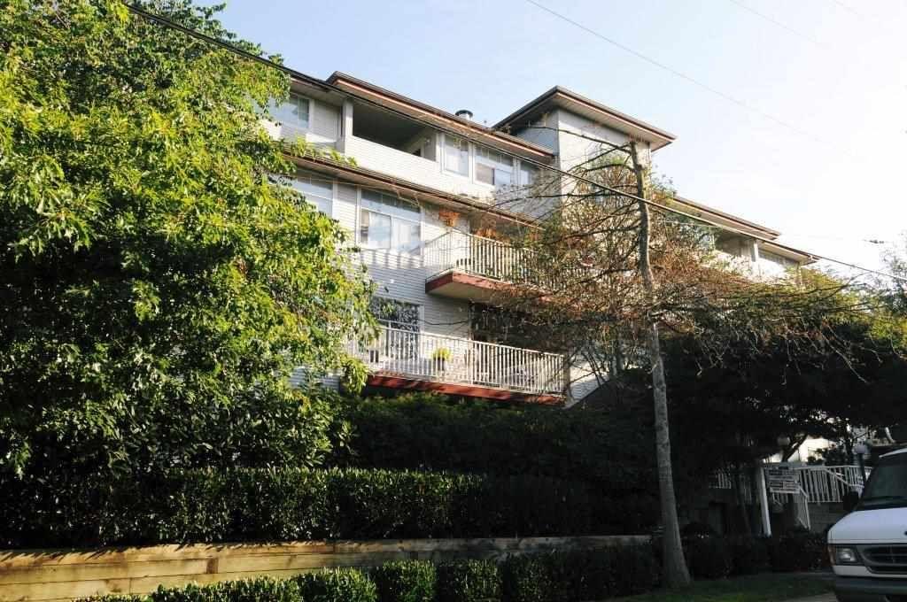 Main Photo: 206 20561 113 Avenue in Maple Ridge: Southwest Maple Ridge Condo for sale : MLS®# R2137882