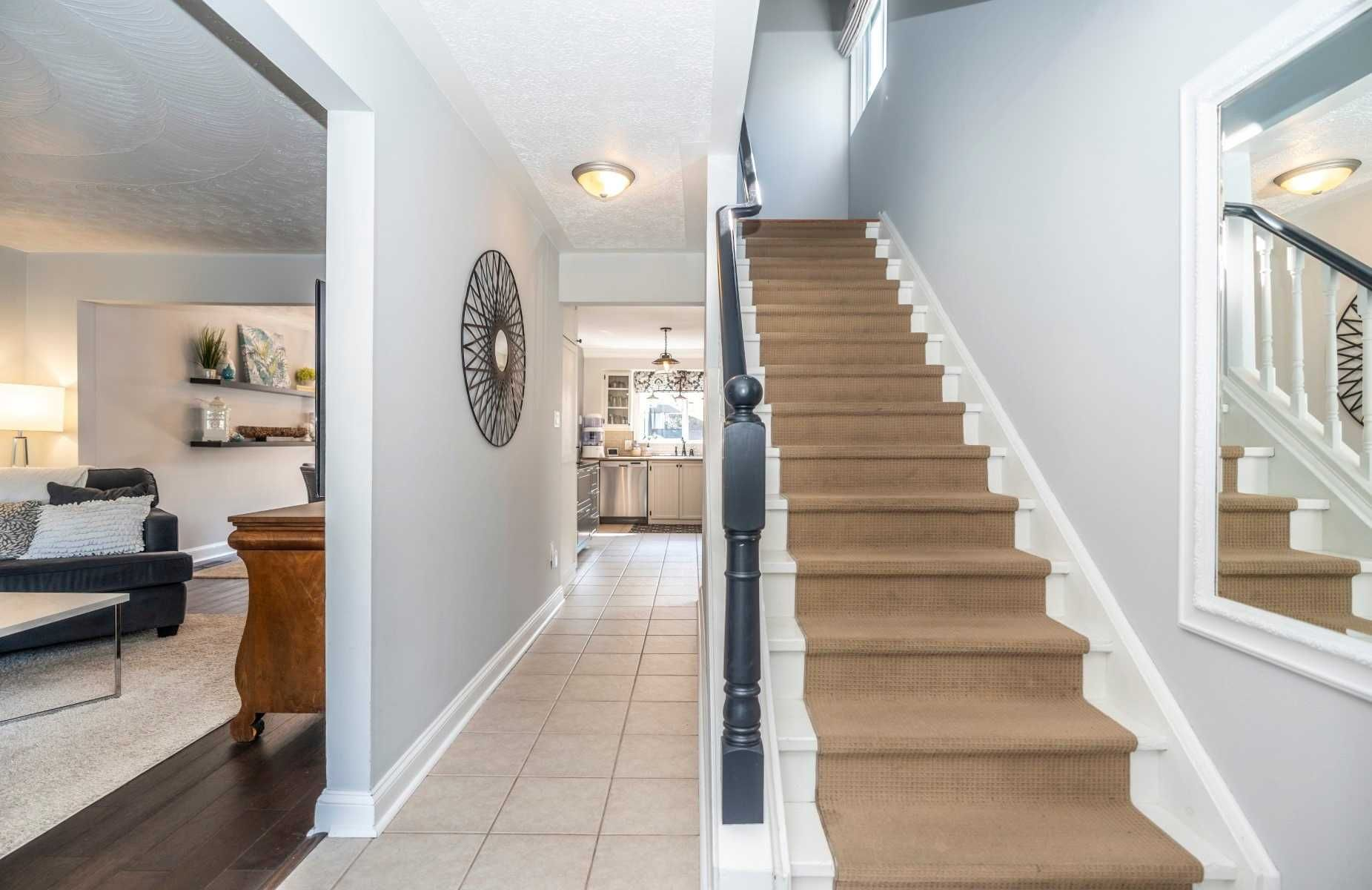 Photo 2: Photos: 547 Camelot Drive in Oshawa: Eastdale House (2-Storey) for sale : MLS®# E4529227