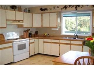 Photo 2:  in VICTORIA: La Mill Hill House for sale (Langford)  : MLS®# 352399