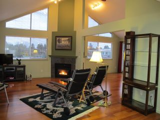 """Photo 2: 405 19131 FORD Road in Pitt Meadows: Central Meadows Condo for sale in """"WOODFORD MANOR"""" : MLS®# R2123164"""