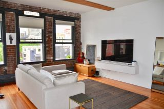 """Photo 3: 702 528 BEATTY Street in Vancouver: Downtown VW Condo for sale in """"BOWMAN LOFTS"""" (Vancouver West)  : MLS®# R2455074"""