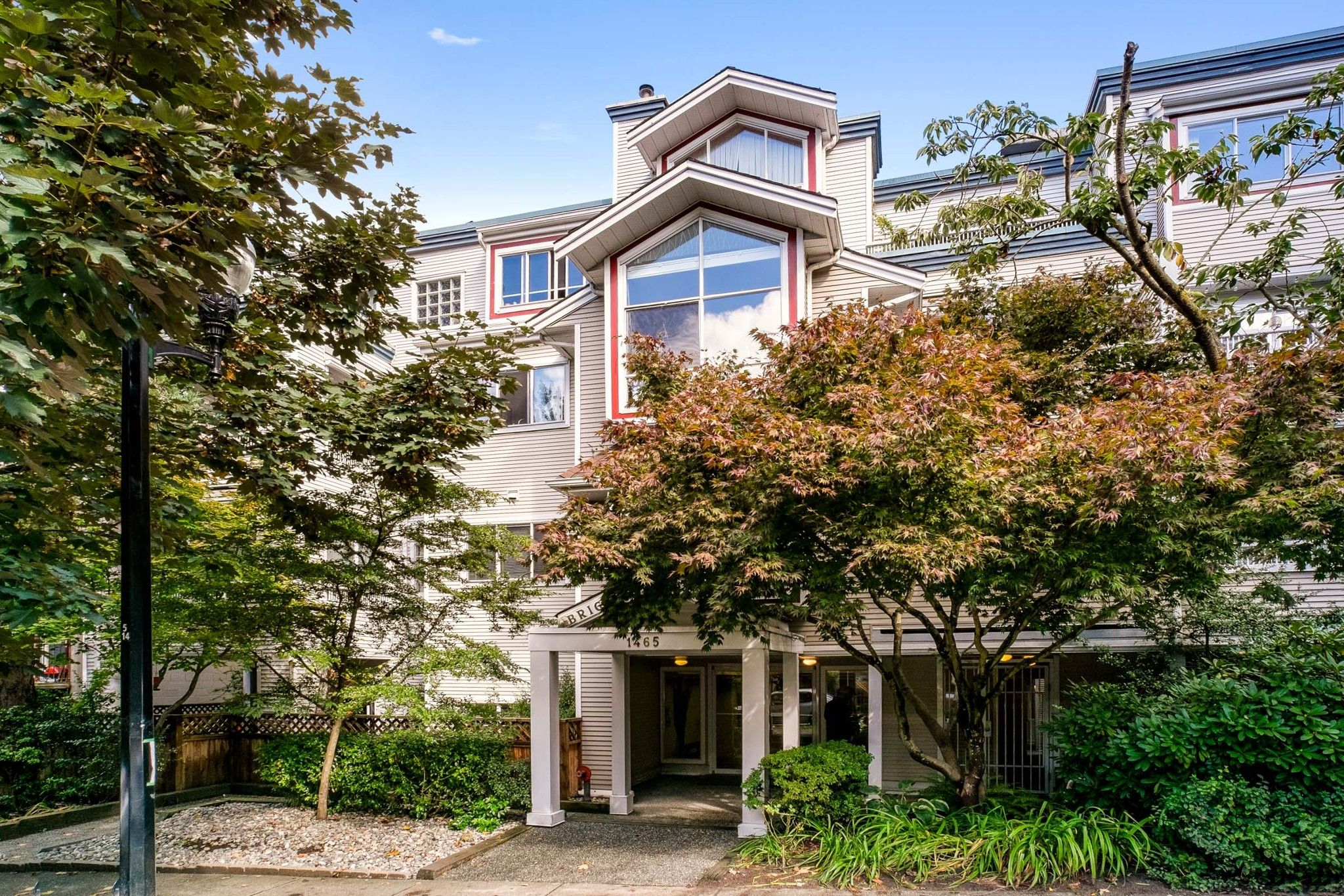 """Main Photo: 103 1465 COMOX Street in Vancouver: West End VW Condo for sale in """"BRIGHTON COURT"""" (Vancouver West)  : MLS®# R2508131"""