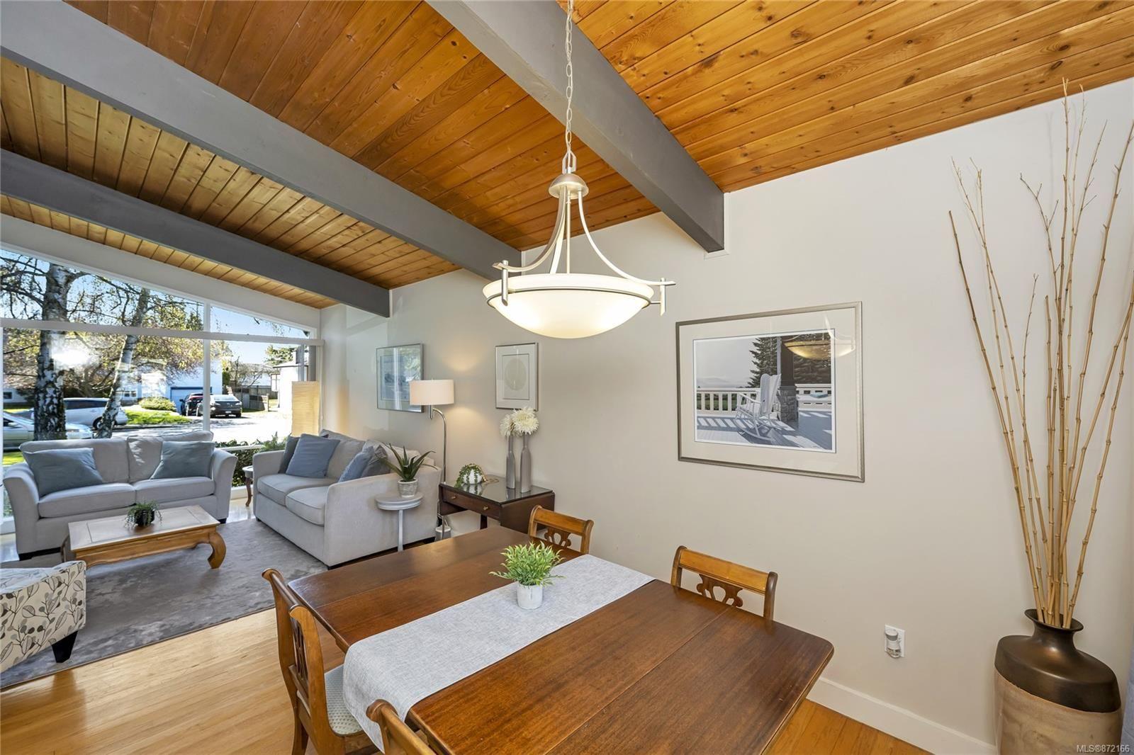Photo 10: Photos: 1690 Blair Ave in : SE Lambrick Park House for sale (Saanich East)  : MLS®# 872166