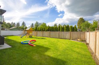 """Photo 36: 17349 58 Avenue in Surrey: Cloverdale BC House for sale in """"CLOVERDALE"""" (Cloverdale)  : MLS®# R2456848"""