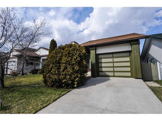 Photo 2: Photos: 24 CEDARGROVE Road SW in Calgary: Cedarbrae House for sale : MLS®# C4111523