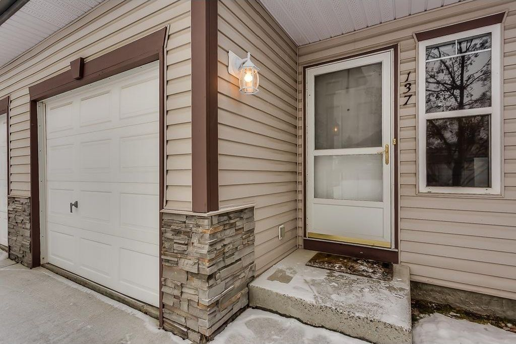 Photo 2: Photos: 137 MILLVIEW Square SW in Calgary: Millrise House for sale : MLS®# C4145951