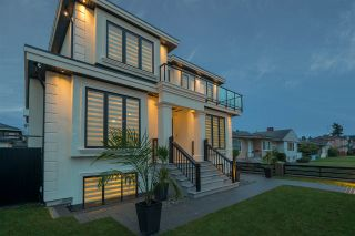 Photo 2: 1521 E 58TH AVENUE in Vancouver: Fraserview VE House for sale (Vancouver East)  : MLS®# R2234798