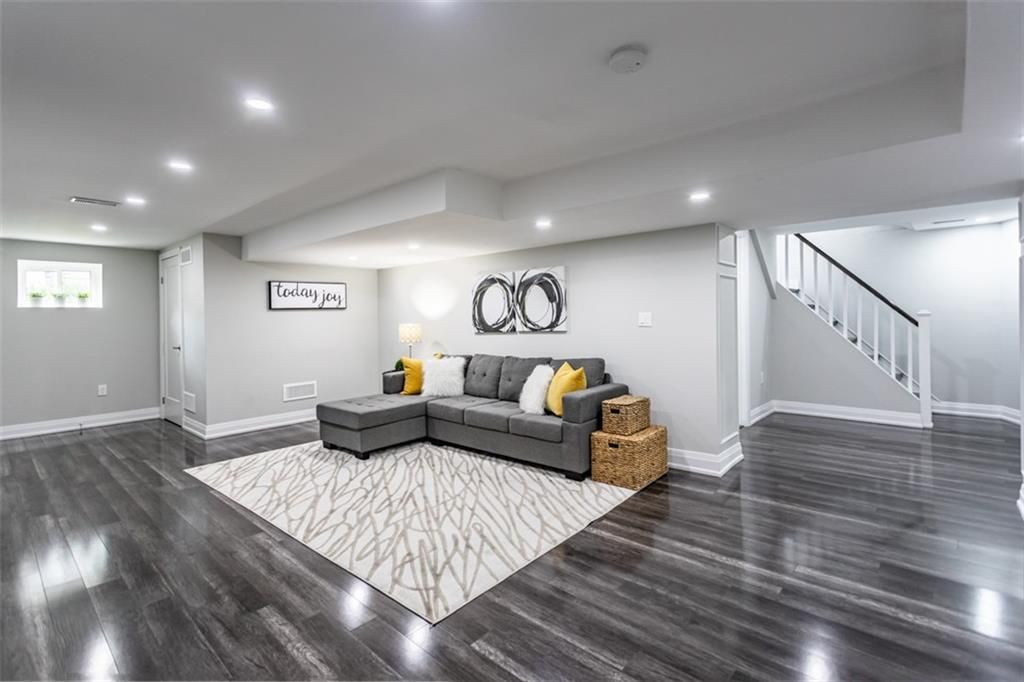 Photo 14: Photos: 2221 COURTLAND Drive in Burlington: Residential for sale : MLS®# H4084353