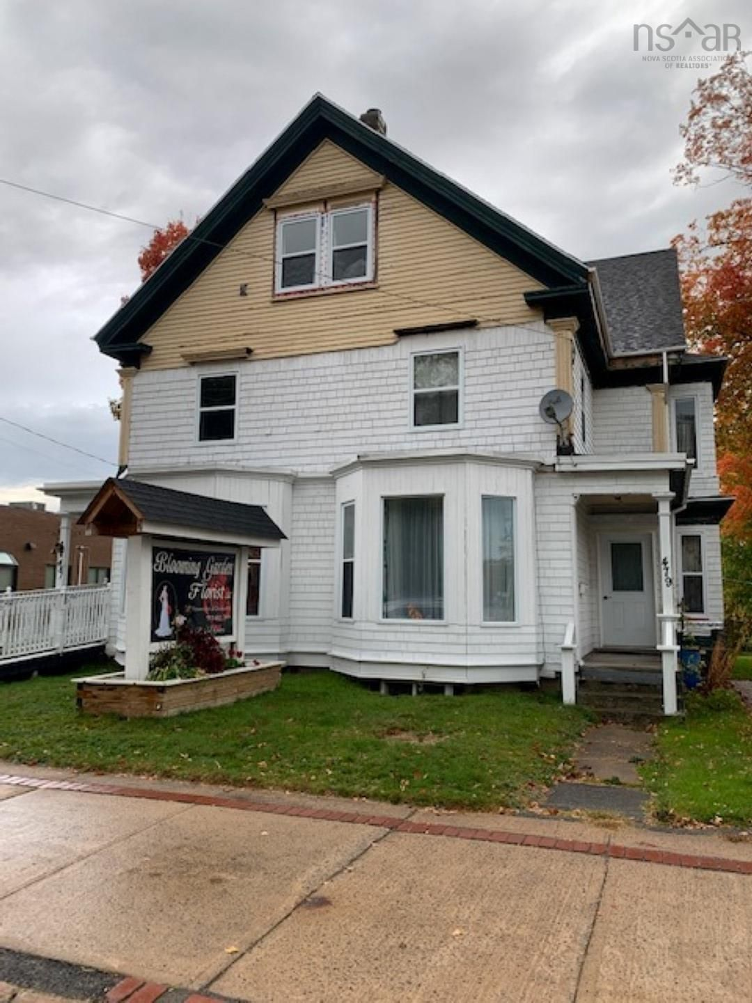 Main Photo: 481 Main Street in Kentville: 404-Kings County Residential for sale (Annapolis Valley)  : MLS®# 202125881