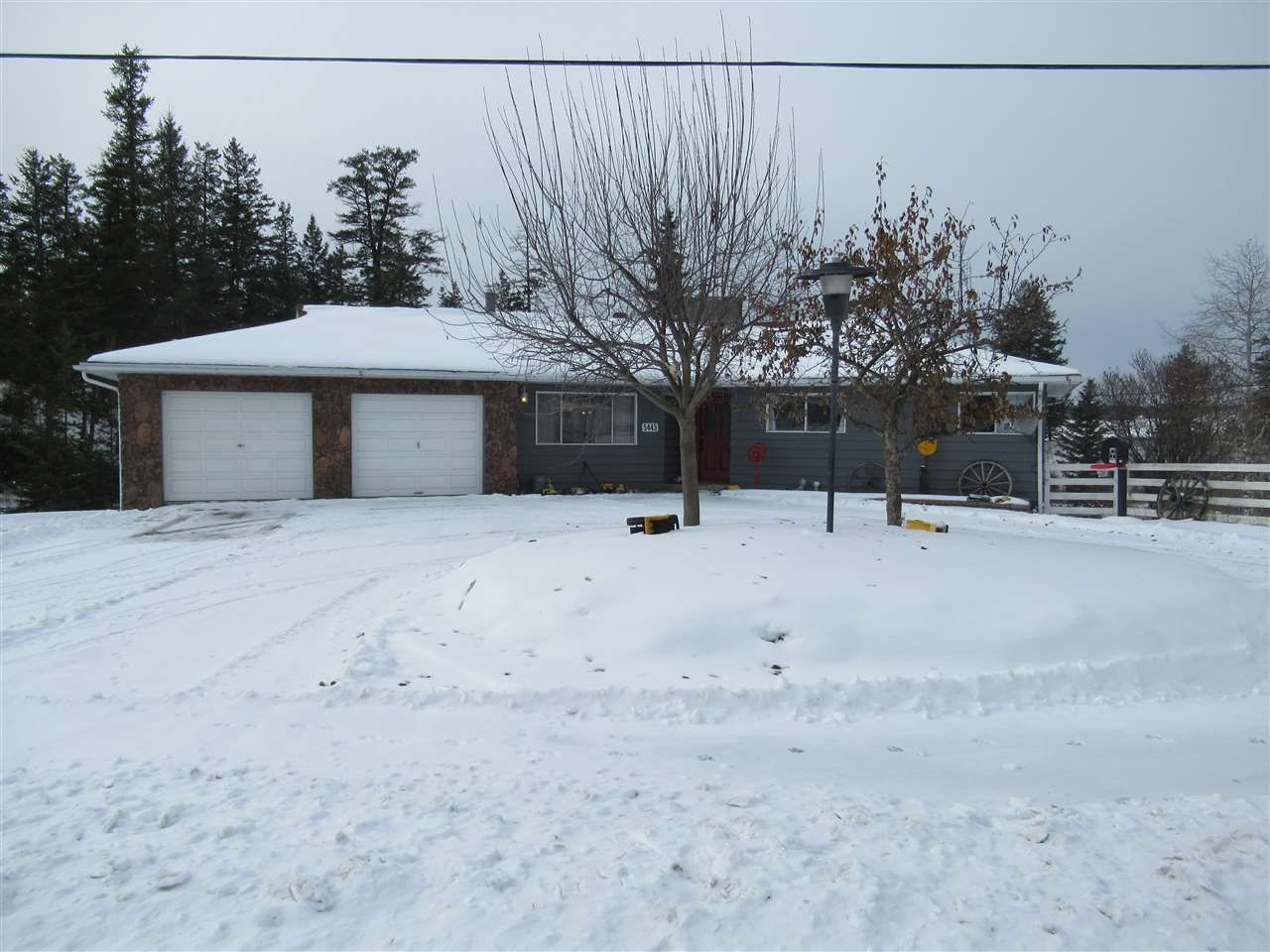Main Photo: 5443 105 MILE LAKE ACCESS NO 2 Road in 100 Mile House: 108 Ranch House for sale (100 Mile House (Zone 10))  : MLS®# R2518582
