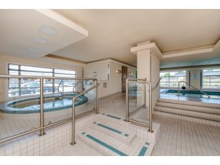 """Photo 18: 707 15111 RUSSELL Avenue: White Rock Condo for sale in """"PACIFIC TERRACE"""" (South Surrey White Rock)  : MLS®# R2074159"""
