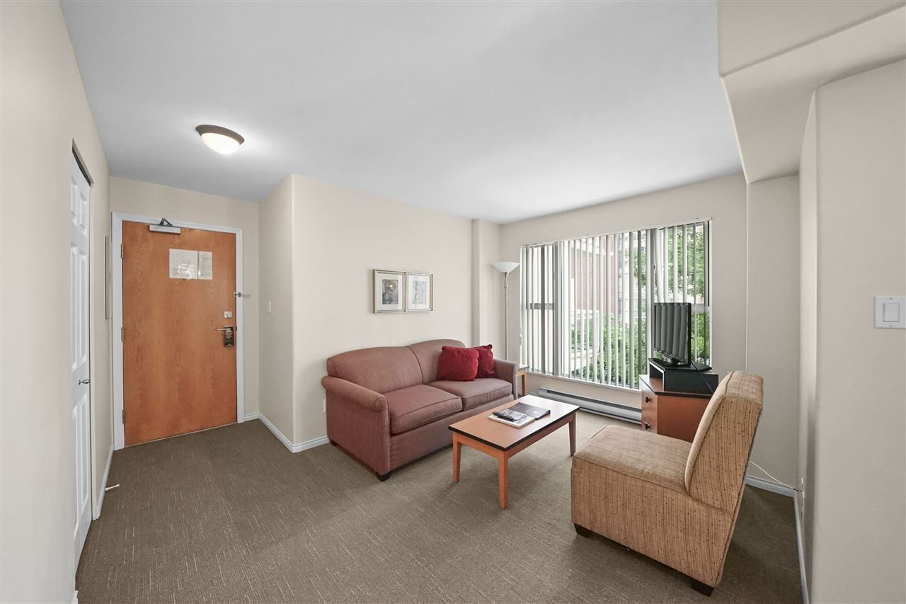 """Photo 3: Photos: 405 910 BEACH Avenue in Vancouver: Yaletown Condo for sale in """"MERIDIAN"""" (Vancouver West)  : MLS®# R2534010"""