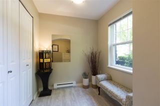 Photo 3: 8 11060 BARNSTON VIEW Road in Pitt Meadows: South Meadows Townhouse for sale : MLS®# R2281623