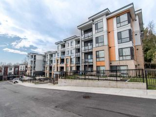 Photo 1: 104 20087 68 Avenue in Langley: Langley City Condo for sale : MLS®# R2479956