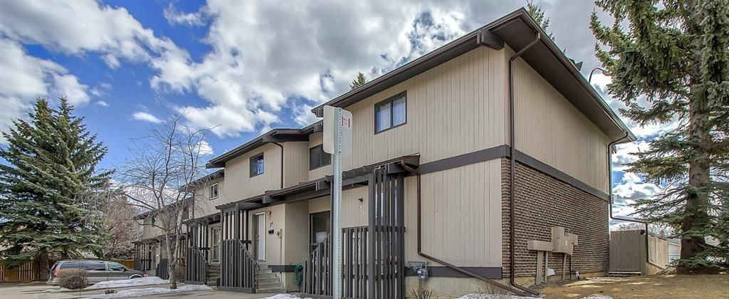 Main Photo: 25 2210 Oakmoor Drive SW in Calgary: Palliser Row/Townhouse for sale : MLS®# A1092657