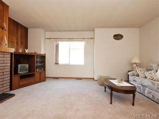 Photo 2: 633 Manchester Rd in VICTORIA: Vi Burnside House for sale (Victoria)  : MLS®# 743952
