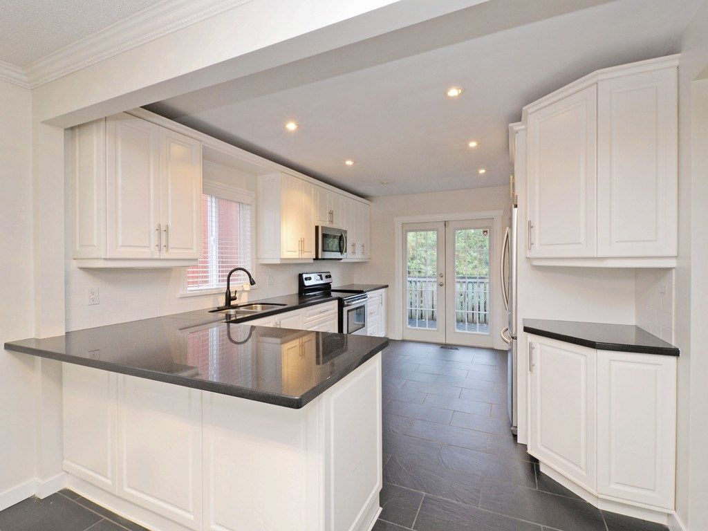 Photo 5: Photos: 3247 SAMUELS Court in Coquitlam: New Horizons House for sale : MLS®# R2219617