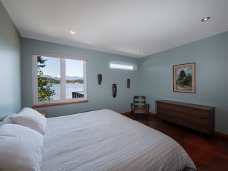 "Photo 14: 1512 TIDEVIEW Road in Gibsons: Gibsons & Area House for sale in ""LANGDALE"" (Sunshine Coast)  : MLS®# R2535465"