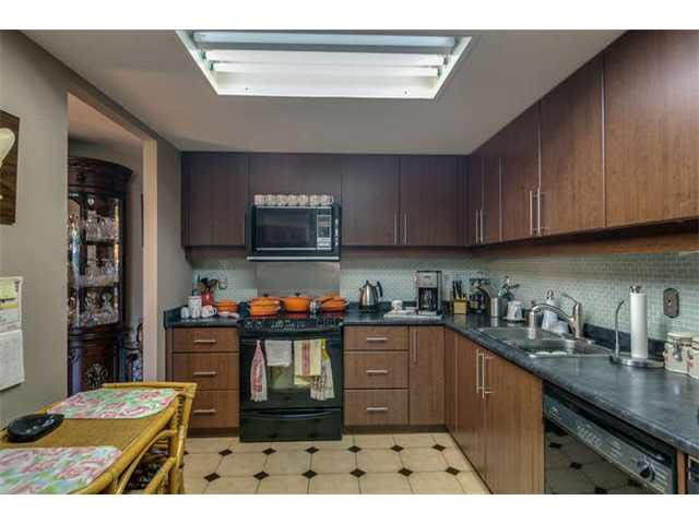"""Photo 3: Photos: G02 1470 PENNYFARTHING Drive in Vancouver: False Creek Condo for sale in """"Harbour Cove"""" (Vancouver West)  : MLS®# V1081390"""