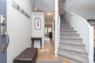 Photo 7: 23 Newstead Cres in VICTORIA: VR Hospital House for sale (View Royal)  : MLS®# 814303