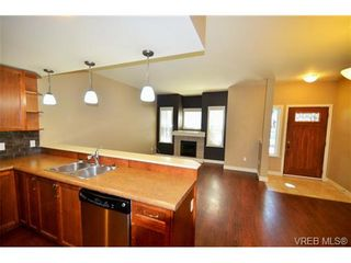 Photo 4: 878 Brock Ave in VICTORIA: La Langford Proper Row/Townhouse for sale (Langford)  : MLS®# 742350