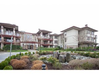 """Photo 1: 208 16421 64 Avenue in Surrey: Cloverdale BC Condo for sale in """"St. Andrews at Northview"""" (Cloverdale)  : MLS®# R2041452"""