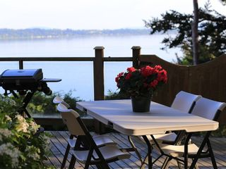 Photo 2: 14104 MARINE Drive: White Rock House for sale (South Surrey White Rock)  : MLS®# R2549187