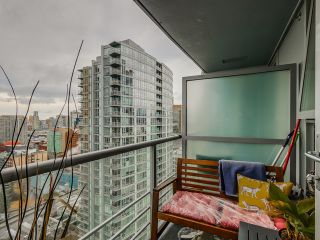 "Photo 5: 2306 131 REGIMENT Square in Vancouver: Downtown VW Condo for sale in ""SPECTRUM 3"" (Vancouver West)  : MLS®# R2019933"
