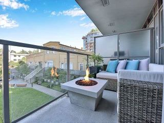 """Photo 1: 369 250 E 6TH Avenue in Vancouver: Mount Pleasant VE Condo for sale in """"District"""" (Vancouver East)  : MLS®# R2578210"""