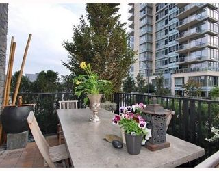 Photo 9: 451 BEACH CR in Vancouver: Condo for sale : MLS®# V790414